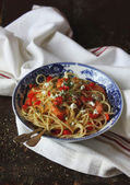 Spaghetti with Sweet Pepper and Shrimps — Stock Photo
