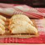 Homemade apple and cinnamon hand pie — Stock Photo #34354605