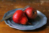 Fresh pears on a plate with knife, selective focus — Stock Photo