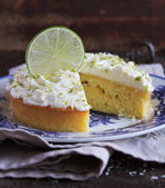 Lime pound cake with yogurt and cream cheese frosting on a dessert plate — Stock Photo