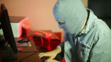 Criminoso cibernético — Vídeo Stock