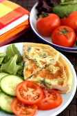 Broccoli Tomato and Cheese Quiche Salad — Stock Photo
