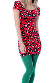 Jonge vrouw droeg een rode mini-jurk en groene panty 's — Stockfoto