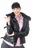 Mulher jovem feliz apontando — Foto Stock