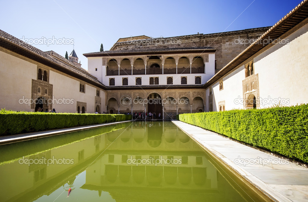 Patio de los Arrayanes (Court of the Myrtles) in La Alhambra, Gr – Stock Edit...