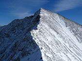 整理一个锋利的山脊山峰 — 图库照片