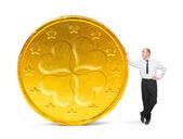 úspěšný podnikatel s jeho velkou platby. úspěch koncepce. — Stock fotografie
