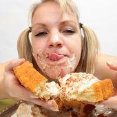 The girl greedy eats sweet pie — Stock Photo