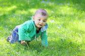 小孩在外面玩 — 图库照片