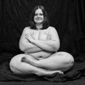 Happy overweight woman in yoga position — Stock Photo