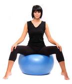 Vrouw met pilates bal. — Stockfoto