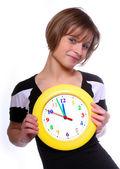 Güzel sarışın holding komik saat. kavramsal görüntü. — Stok fotoğraf