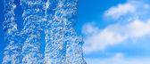 Close up of a icicle against sunny sky. — Stock fotografie