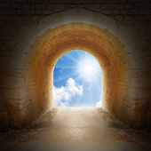 Way to new life. Light on end of tunnel. Positive thinking concept. — Stock Photo