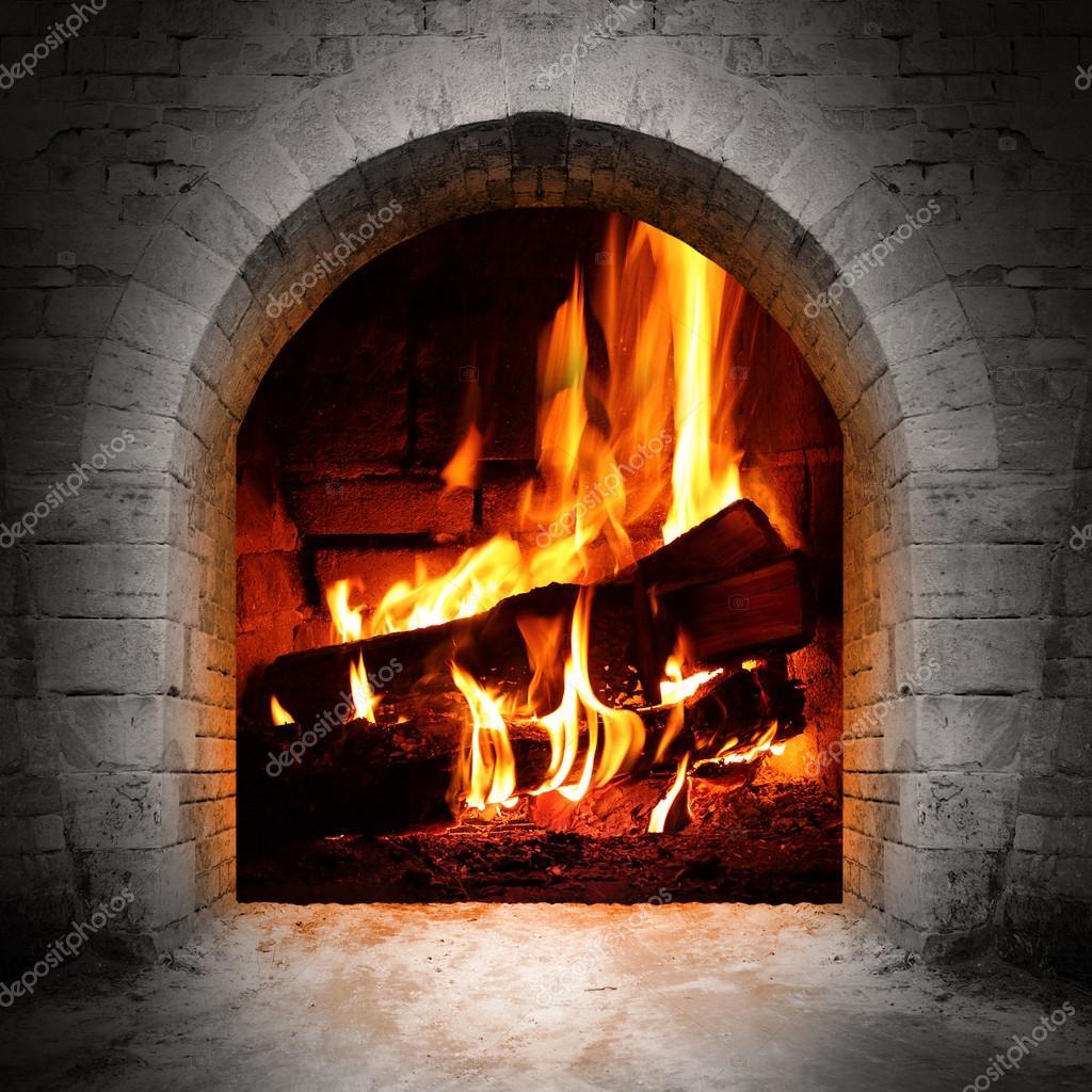 불타는 로그와 빈티지 벽난로 — 스톡 사진 © vladvitek #33445939