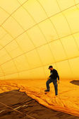 Unidentified crew preparing hot air baloon to fly — Stock Photo