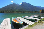 Boats on alpine lake — Stock Photo