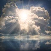 The sun on dramatic sky over sea — Stock Photo