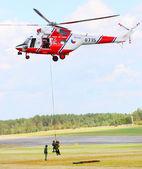 Resgate de helicóptero w-3a sokol — Fotografia Stock