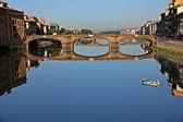 мост через реку арно, флоренция, италия — Стоковое фото