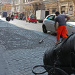 Road Worker Resurfacing Street with Tar.Roma,Italy — Stock Photo
