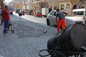 дорожных рабочих, шлифовка улица с tar.roma,italy — Стоковое фото