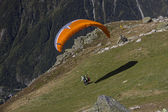 Tandem paragliders taking off in Alps.Chamonix,France — Stock Photo