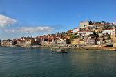 Riverbank van oude porto met rabelo schepen, portugal — Stockfoto