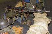 Recreatie van trog met apparatuur en wapens voor de tweede wo — Stockfoto