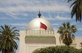 Duży srebrny gród kopuła Meczetu i flaga sousse Tunezja Afryka — Zdjęcie stockowe