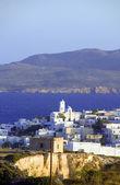 Vista panoramica di arco di adamas plaka tipica isola greca delle cicladi — Foto Stock