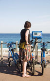 Tourist looking at bicycle rental machine Nice France — Stock Photo