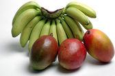 Bananas and mangoes — Stock Photo