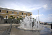 Fountain in quincentennial plaza old san juan — Stock Photo