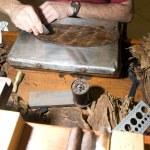 Man hand rolling cigars nicaragua — Stock Photo