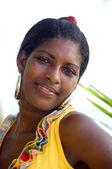 Belle jeune femme originaire du nicaragua souriant portrait — Photo