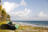 Oude vissersboten op het land maïs eiland nicaragua — Stockfoto