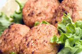 Lobster cakes with lemon wedges tartar sauce — Stock Photo