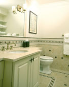Custom bathroom with tile work — Stock Photo