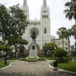 Statue simon bolivar park and cathedral guayaquil ecuador south america — Stock Photo