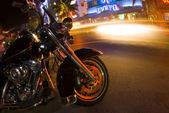 Motorcycle south beach night scene — Stockfoto