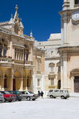 Plaza san paul and st. paul's cathedral mdina malta — Stock Photo
