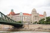 Historic bath house spa architecture Chain Bridge Danube River Budapest — Stock Photo