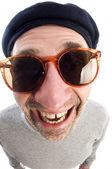 Alternde Künstler Denken verzerrt Nase schließen Barett-Hut — Stockfoto