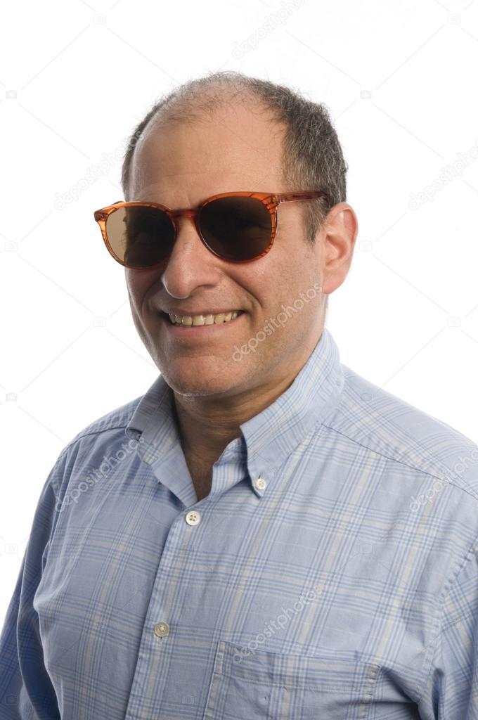 戴墨镜的中年男人 — 图库照片