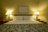 Hotel room with queen size bed — Stock Photo