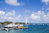 Harbor port jetty hotel passenger ferry and yacht sailboats Cli — Stock Photo