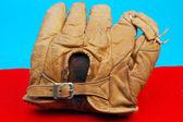 античный бейсбольная перчатка — Стоковое фото