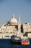 Historiska byggnader grand harbor malta valletta — Stockfoto