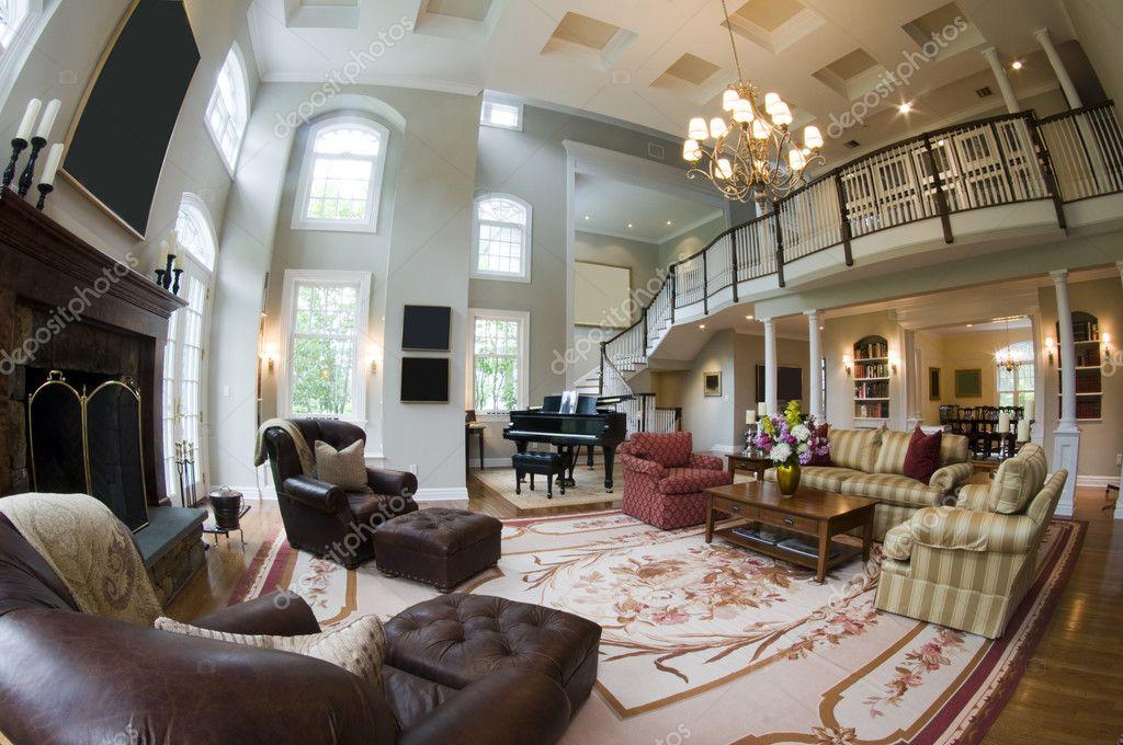 鱼眼广角视角的客厅的壁炉和大钢琴和法国门豪华地产豪宅家中 — 照片